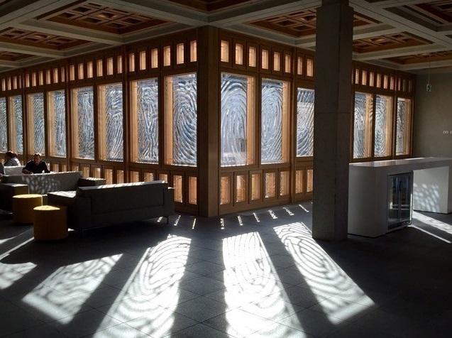 Interieurfoto niewbouw met vlakverd. en vingerprints vensters